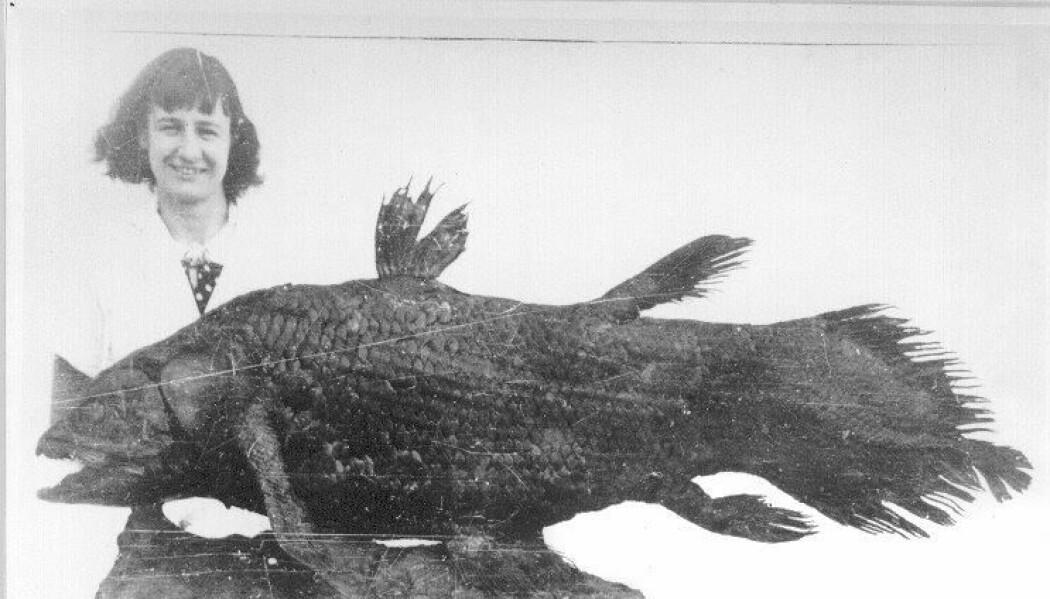 Marjorie Courtenay-Latimer med den vakreste fisken hun hadde sett.