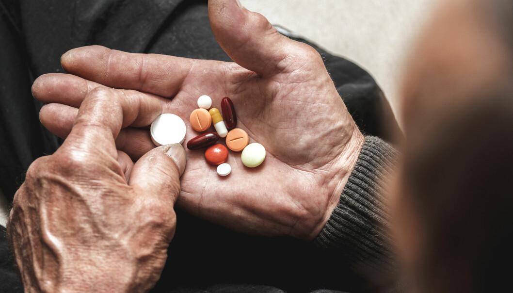 – Det er få som tar ansvar for de eldre pasientenes kompliserte og lange legemiddellister, sier professor og overlege.
