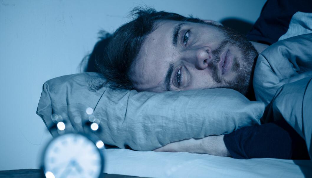 Søvnvansker er utbredt blant psykisk syke. - I det siste har vi tenkt at man kan få psykiske lidelser av insomni. Da må søvnproblemene behandles først, sier søvnforsker Kallestad ved NTNU og St. Olavs Hospital. Nå skal han forske på om nettbasert søvnterapi kan hjelpe 2000 pasienter.