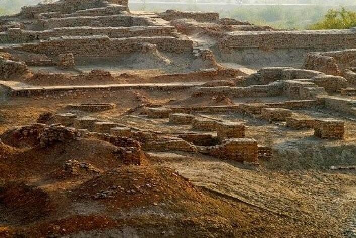 Byen Mohenjo Daro ble bygget rundt 2600 f.Kr., forlatt 1800 f.Kr. og funnet igjen i 1922. Byen hadde om lag 70 000 innbyggere i sin storhetstid. (Foto: Flickr/Benny Lin)