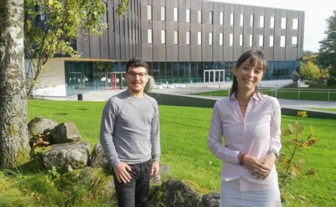 Postdoktor Tevfik Murat Yildirim (t.v.) og førsteamanuensis Hande Eslen-Ziya har undersøkt covid-19-pandemiens innvirkning på akademikeres arbeidsforhold.