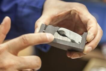 Innmat fra nikkel-metall hydridbatteri etter behandling med høytemperatur metallurgiske prosesser. Øverst til høyre: slagg som inneholder sjeldne jordartsoksider. (Foto: Thor Nielsen, Sintef)
