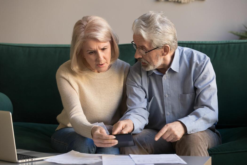 Ordninger hvor ektefellene deler pensjonsrettighetene seg imellom finnes i noen land, og har også blitt vurdert med jevne mellomrom i Norge, senest i forbindelse med pensjonsreformen i 2009.