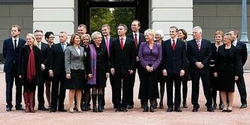 Den nylig gjenvalgte regjeringen på Slottsplassen 20. oktober 2009. (Foto: Berit Roald, Scanpix)