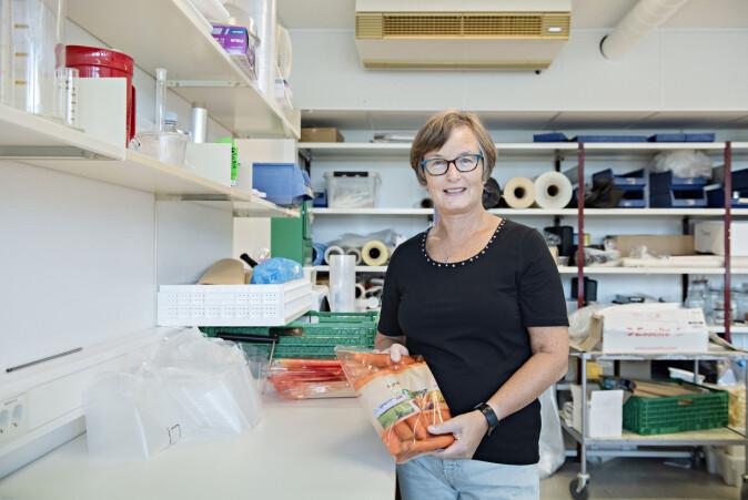 Seniorforsker Hanne Larsen har forsket på hva som skal til for å minske svinnet på gulrot.