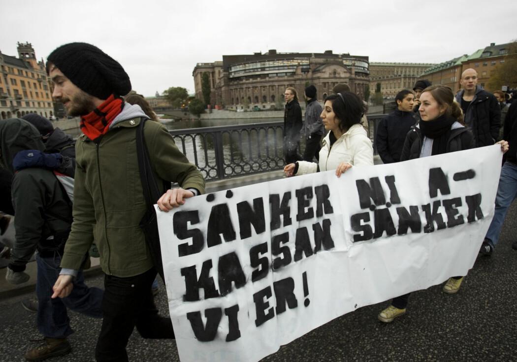 Syndikalisterna og Revolutionära Fronten er blant de gruppene ytterst til venstre som svenske myndigheter mener samfunnet bør være på vakt mot. Men forskning viser at det å stemple dem som voldelige kan føre til ytterligere radikalisering. Det samme gjelder sannsynligvis for ytterste høyre, mener en som forsker på dem.