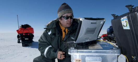 Forteller om isen i Antarktis i ny bok
