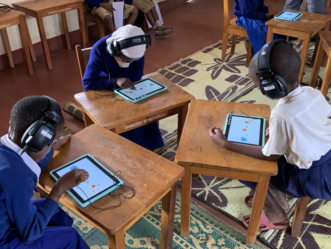 The project 'I hear you', are carried out in Tanzania. Here, researchers are using games technology and adapted headphones to screen people for hearing problems.