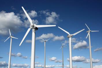 I dag er det ikkje mogleg å lagre vindkraft til periodar med mindre vind. Dette kan bli mogleg dersom forskarane lykkast med å utvikle store batteri basert på flytande metall. (Foto: Colourbox)