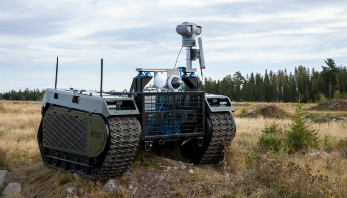 I et eksperiment på Rena ble et ubemannet kjøretøy med med radar og pan-tilt-zoom-kamera brukt for å gi operatøren i stridskjøretøyet bedre oversikt.