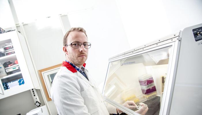 - Vi kan så å si få frem biologiske øyenvitner ved å undersøke DNA-et til en mistenkt gjerningsmann, sier forsker på rettsmedisinsk genetikk Andreas Tillmar ved Universitetet i Linköping.