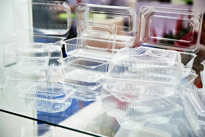 Plastemballasje som består av flere forskjellige materialer som er satt sammen, kan ikke brukes på nytt.