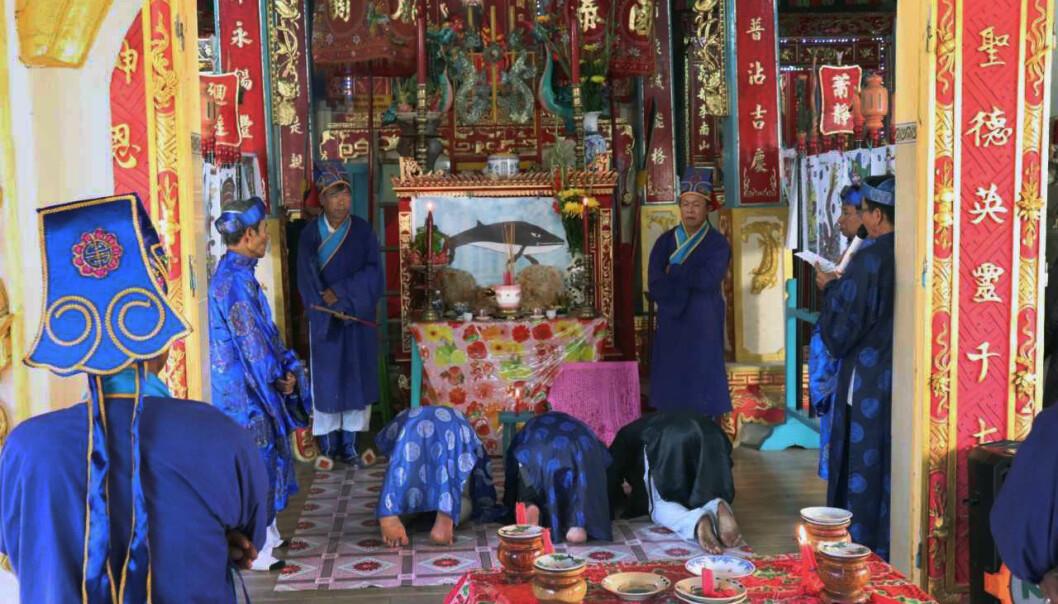 Når hvaler dør, blir det holdt begravelser i templene.