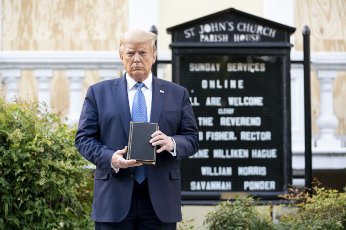 Trump treng støtte frå konservative kristne, noko fotostuntet foran den episkopale kyrkja i Washington DC i samband med Black Lives Matter-demonstrasjonane illustrerer.