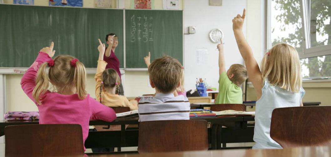 Lærere blir frustrert av å bli pålagt mange oppgaver som trekker oppmerksomheten bort fra undervisningen og forberedelsen av denne, ifølge en ny rapport fra NTNU Samfunnsforskning. (Foto: Plainpicture)