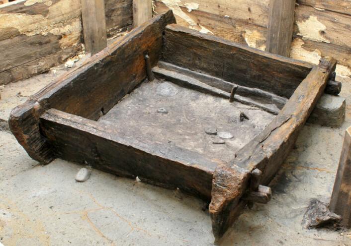 7000 år gammel eikebjelker funnet i Tyskland viser at steinalderbøndene i Europa var kløppere til å bygge i tre. Bjelkene er brukt som innvendig støtte til brønner og er derfor bevart. (Foto: Tegel et. al., PLOS One 2012)