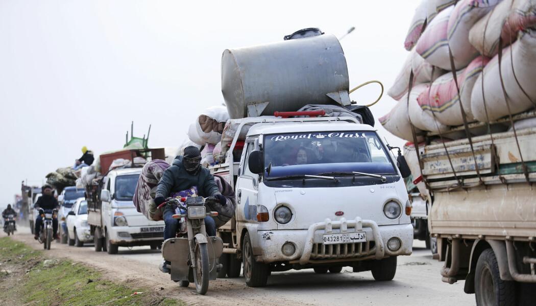 Syrere flykter fra Idlib-provinsen mot den tyrkiske grensa.