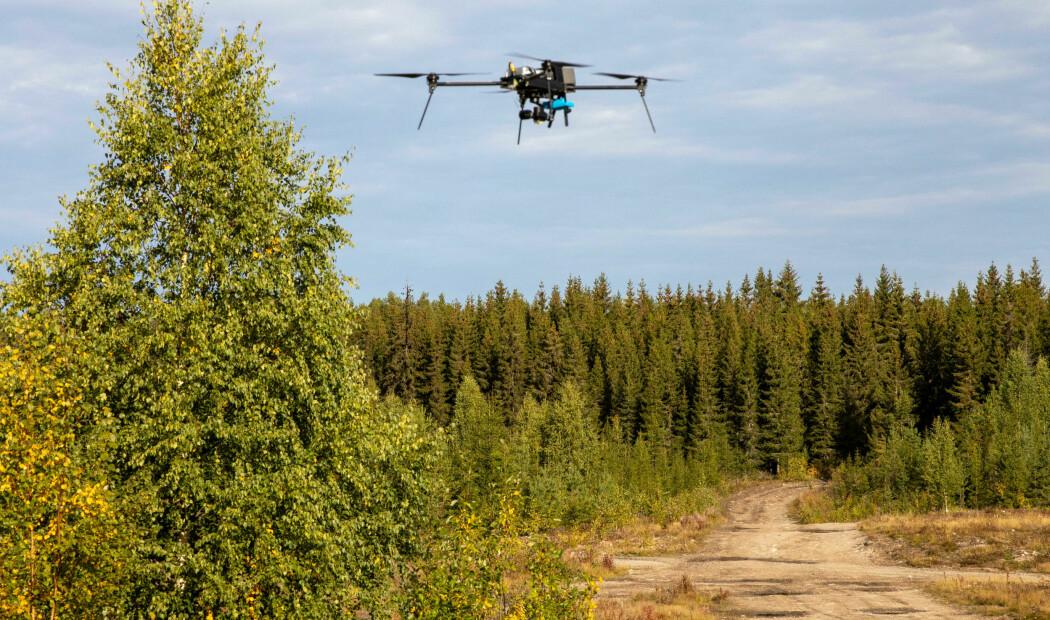 Dronene som forskerne tester ut, bærer temperaturfølsomme kameraer som oppdager kjøretøy og personer uansett lysforhold.