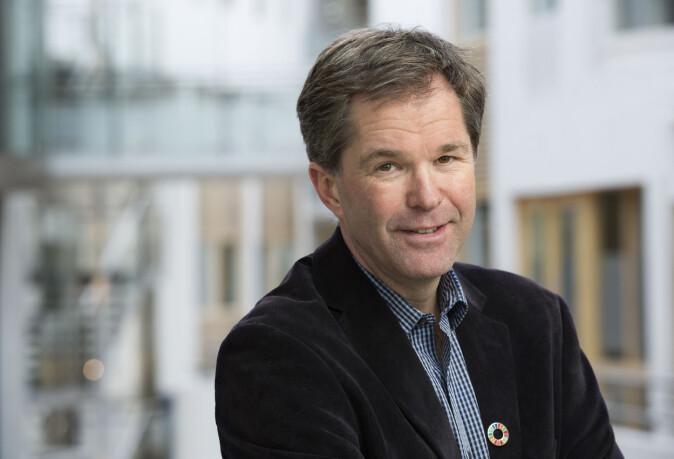 John-Arne Røttingen ledet arbeidet med uttesting av ebola-vaksine i 2015. Vaksinen ble godkjent i 2019, og forrige uke ble også et legemiddel godkjent. Veldig viktig, fordi man ikke kan vaksinere hele befolkningsgrupper, sier Røttingen til forskning.no.
