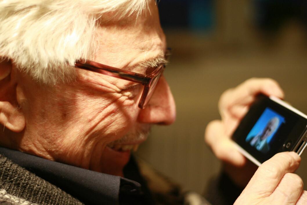 Med en smarttelefon og youtube har du tilgang til mange gamle musikkvideoer. (Illustrasjonsfoto: Ida Korneliussen)