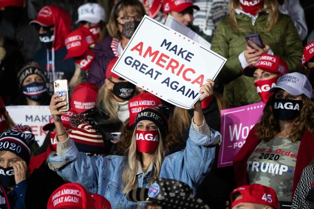 USA er blitt mer partipolitisk polarisert. Men på andre områder er amerikanerne blitt langt mer tolerant enn tidligere. Bildet er fra et Trump-rally i Erie, Pennsylvania 20. oktober i år.