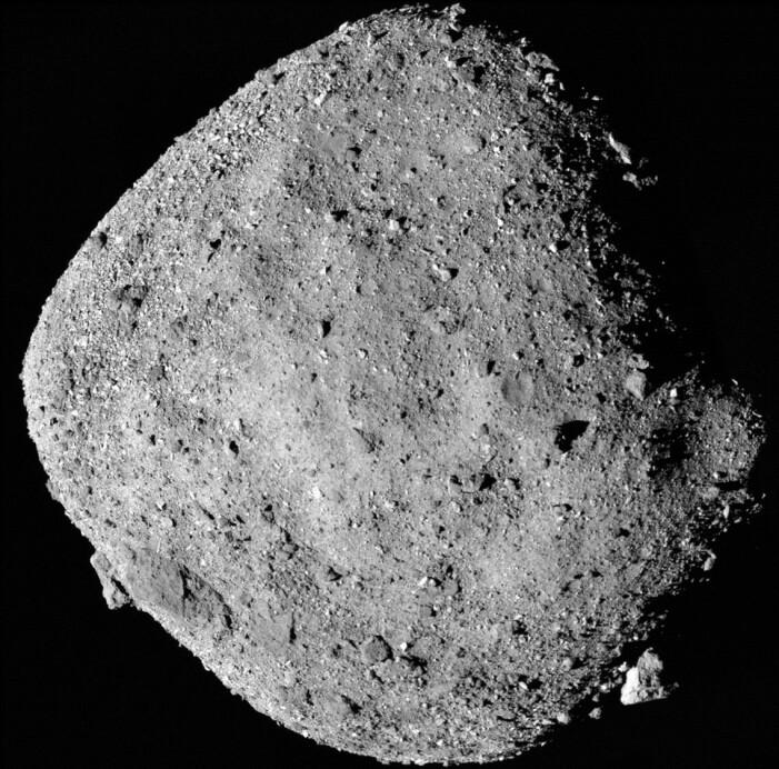 Asteroiden Bennu sett fra sonden. Bildet er satt sammen av flere mindre bilder