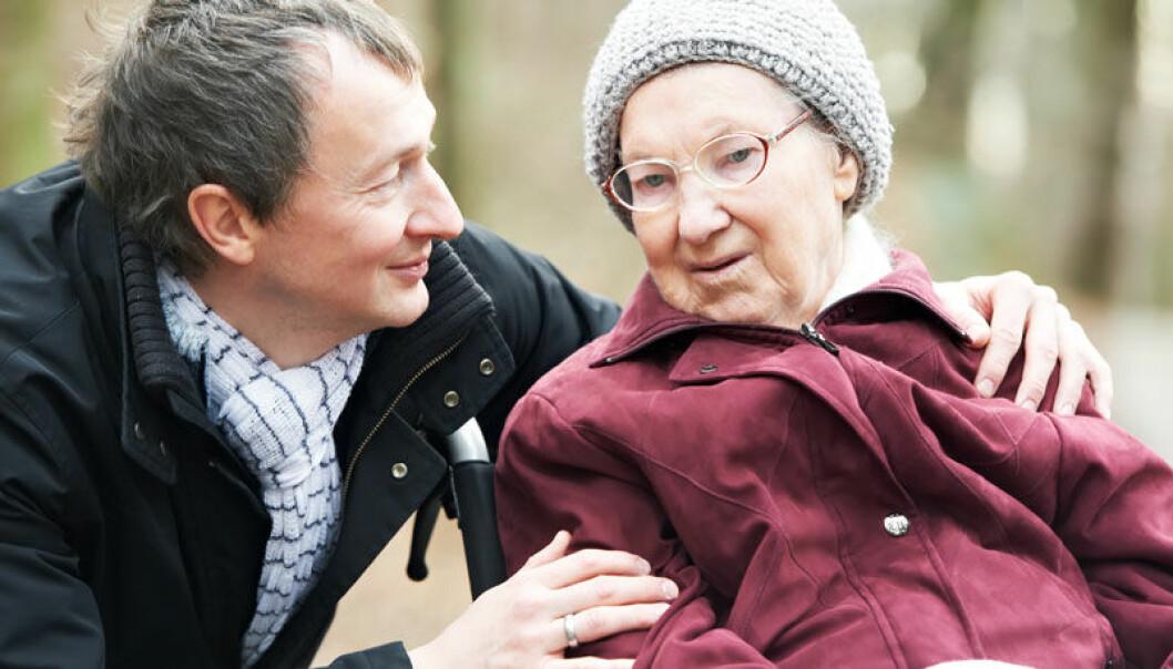 Eldre menn og kvinner er ofte mottakere av uformell hjelp, men de er også svært aktive i å hjelpe andre. Colourbox.com