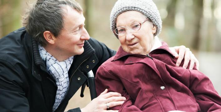 Eldre menn og kvinner er ofte mottakere av uformell hjelp, men de er også svært aktive i å hjelpe andre. (Foto: Colourbox.com)