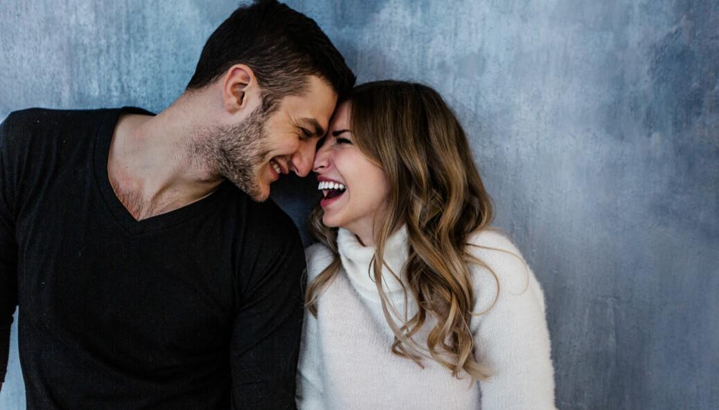 Den tidligere teorien konkluderte med at par blir likere etter et langt forhold, og at jo lykkeligere parene var, jo likere ble de.
