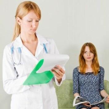 Enkelte arbeidsoppgaver er mer krevende enn andre i helsesektoren. Mange ansatte står alene i utfordringene. (Illustrasjonsfoto: www.colourbox.no)