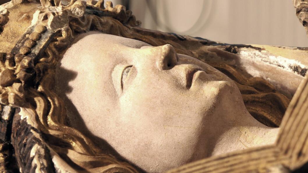 Holdhusmadonnaen fra 1450-tallet er den eneste norske malte steinskulpturen fra Middelalderen. (Foto: Arnfinn Christensen)