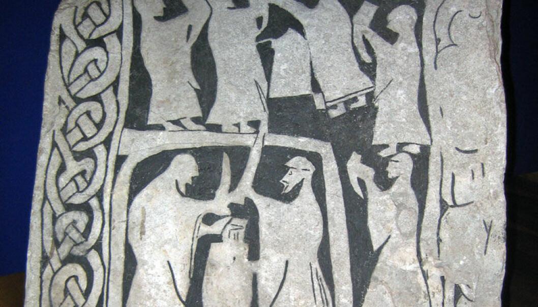 En drikkescene festet til stein. Steinen er fra Gotland og befinner seg på det svenske Historiske museet i Stockholm. Berig/Wikimedia Commons