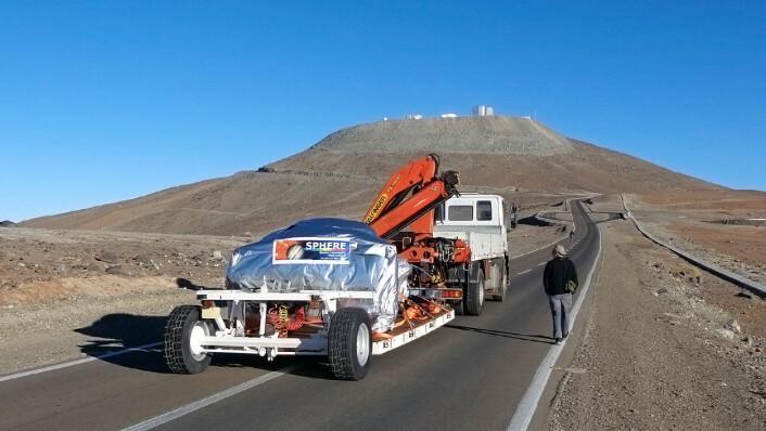 SPHERE-instrumentet under siste del av reisen opp til VLT ved ESOs Paranal-observatorium i Chile. (Foto: ESO/J.-L. Lizon)