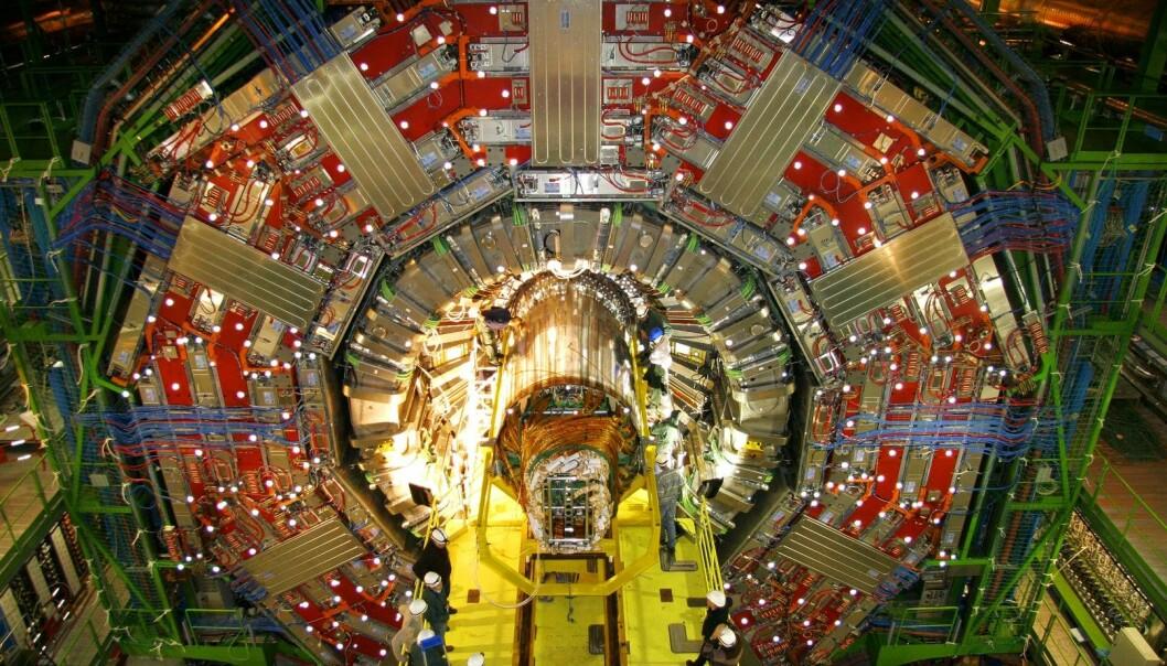 Fra installeringene av en av detektorene på LHC ved CERN. Bildet ble tatt i desember 2007. (Foto: Michael Hoch/CERN)