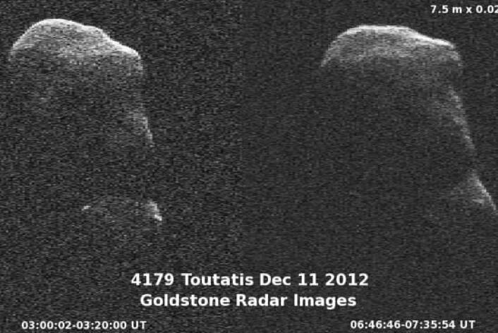 Asteroiden 4179 Toutatis er 4,5 km lang og er ein av dei største kjende asteroidane som passerer i nærleiken av jorda. (Foto: Goldstone Radar Images, NASA)