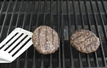 Mange bruker farge som et mål på om kjøttet er tilstrekkelig gjennomstekt. (Foto: Jon-Are Berg-Jacobsen)