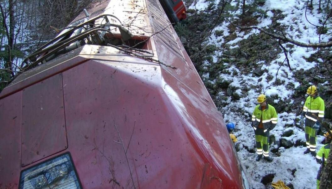 Det er kraftige krefter i sving når et tog krasjer. Løs bagasje kan være farlig. Her fra en avsporing ved Flå, 6. november 2006. Bare flaks hindret at liv gikk tapt, mente Havarikommisjonen. Havarikommisjonen