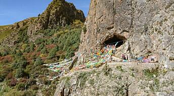 I denne hulen i Tibet bodde kanskje en av våre nærmeste menneske-slektninger i minst 40 000 år