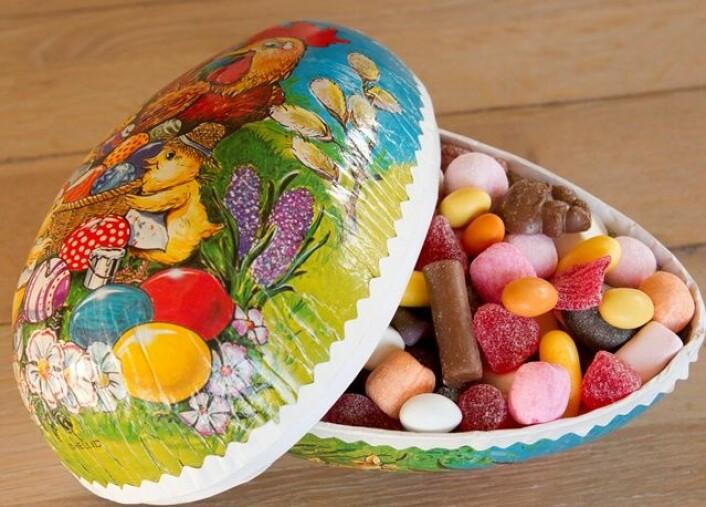 Et velfylt påskeegg er ufarlig for helsen. Men for mye sukker over tid, kan fortrenge viktig matinntak. (Foto: Scanpix)