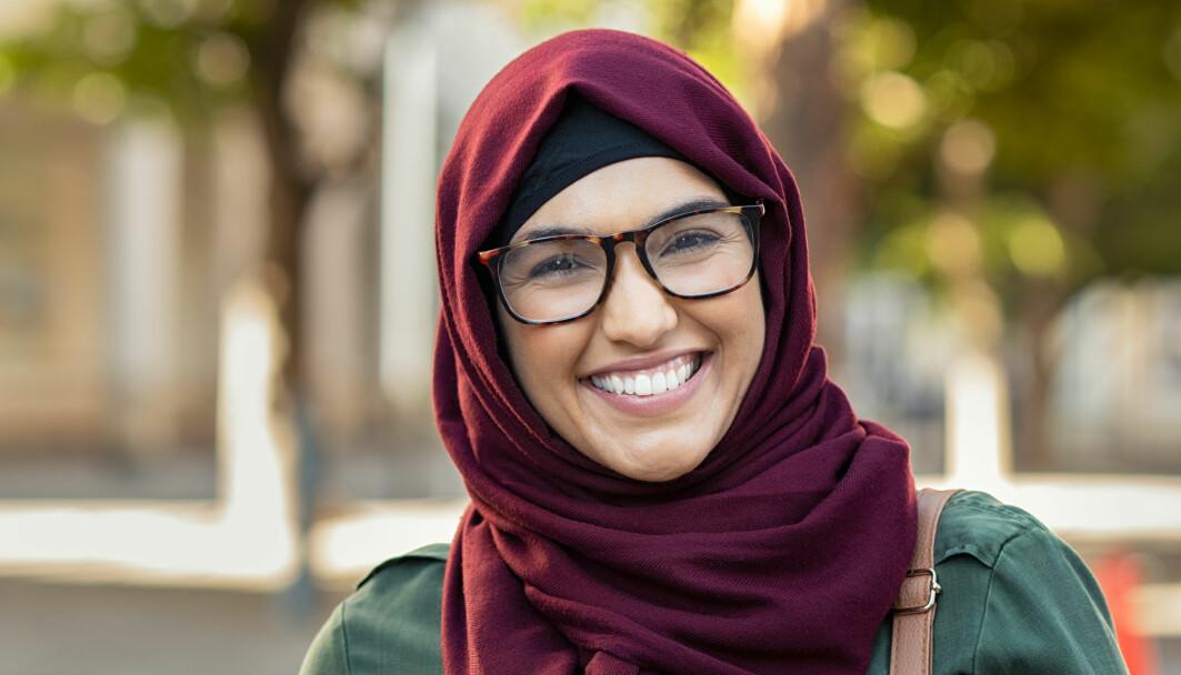 Flere av muslimene som er intervjuet i en ny undersøkelse har positive erfaringer med å møte den som hetser dem med vennlighet og dialog. Men denne strategien kan koste. Det er slitsomt å forsvare seg hele tiden.
