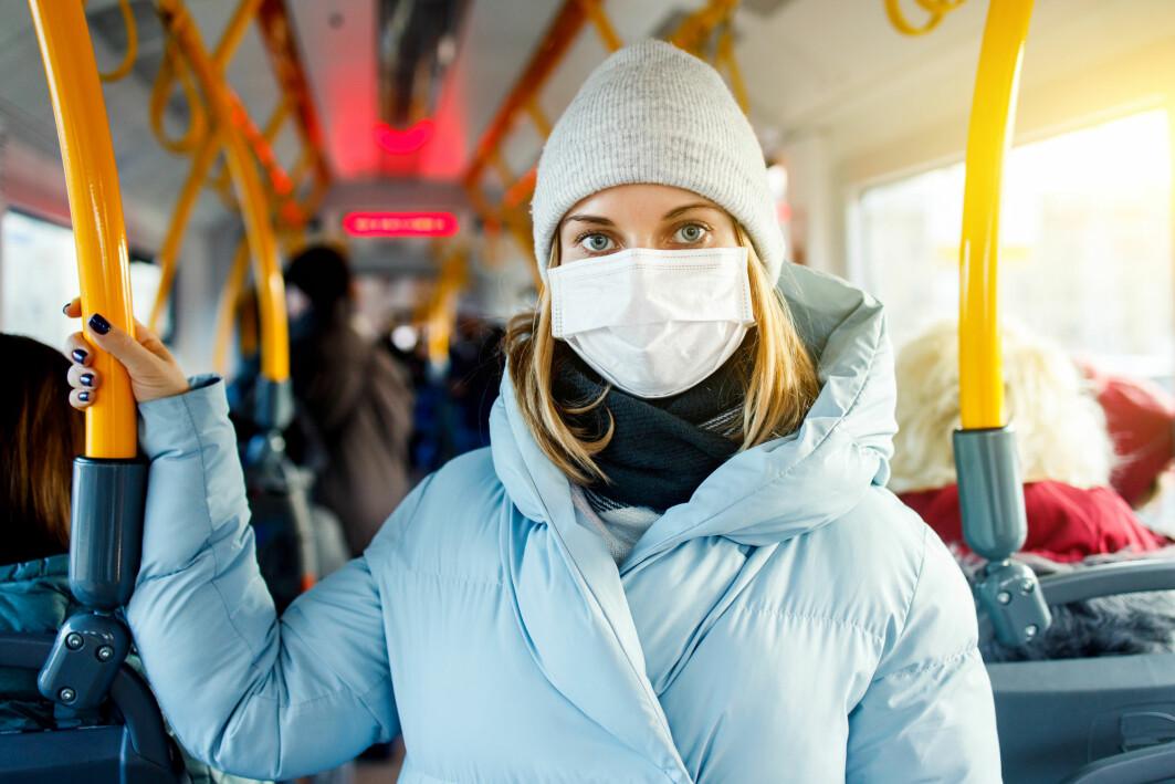 Spredningen av koronaviruset økte mye i Europa når det ble høst og kaldere vær. Også i Norge er flere blitt smittet.