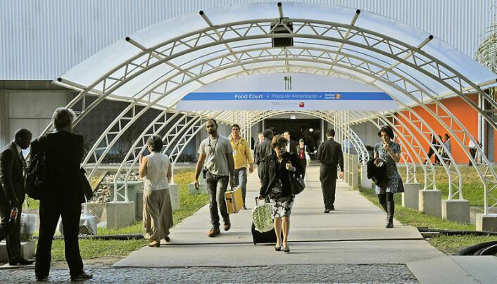 Inngangspartiet til senteret der den store miljøkonferansen avholdes. (Foto: UN Photo/Maria Elisa Franco)