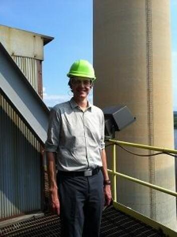 Stipendiat Mads Dahl Gjefsen på omvisning på et kullkraftverk i Alabama, som del av sitt doktorgradsarbeid. (Foto: Privat)