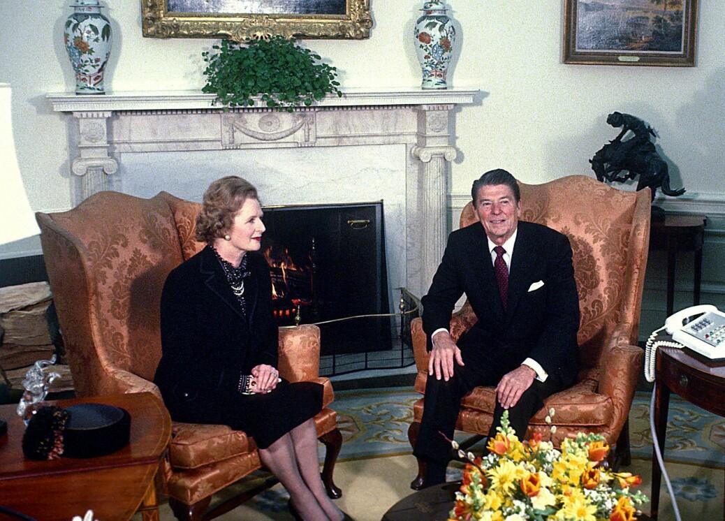 Nyliberalisme brukes ofte på den økonomiske politikken som Margaret Thatcher og Ronald Reagan innførte på slutten av 70-tallet og fremover.