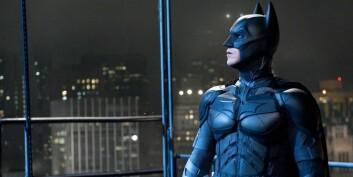 Jommen bra jeg ikke er bundet av den vanlige verdens fysiske lover, tenker Batman. I så fall hadde han nemlig vært død for lenge siden. (Foto: SF Norge AS)