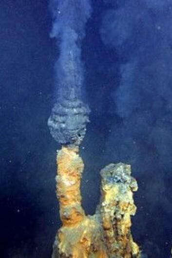 "Denne svarte skorsteinen har fått navnet ""brødre"". (Foto: Oceanic and Atmospheric Administration)"