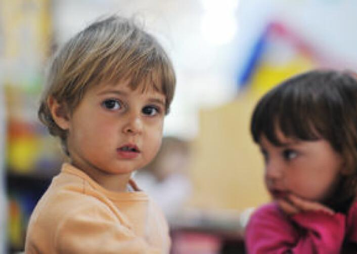 Barn som er sky og for eksempel trekker seg tilbake i sosiale sammenhenger eller er redd for nye ting, er spesielt utsatt for angst. (Illustrasjonsfoto: Shutterstock)