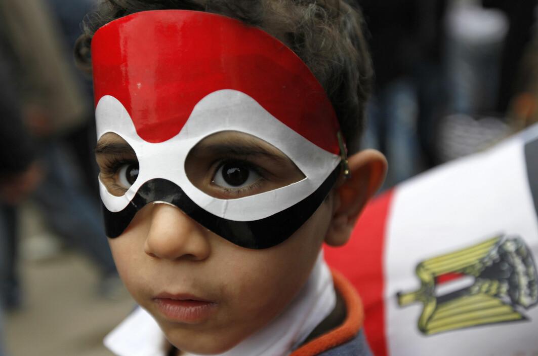 En egyptisk gutt er med når folket sier ifra at de er misfornøyde. Han lever i et land med strenge ledere.