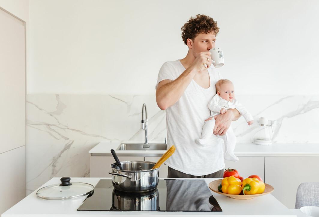 I en svensk undersøkelse rapporterte småbarnsfedre om mindre stress jo lengre pappapermisjoner de hadde hatt.