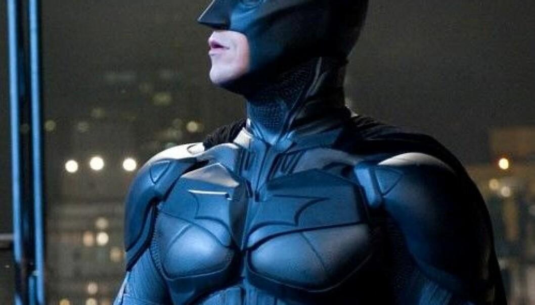Jommen bra jeg ikke er bundet av den vanlige verdens fysiske lover, tenker Batman. I så fall hadde han nemlig vært død for lenge siden. SF Norge AS